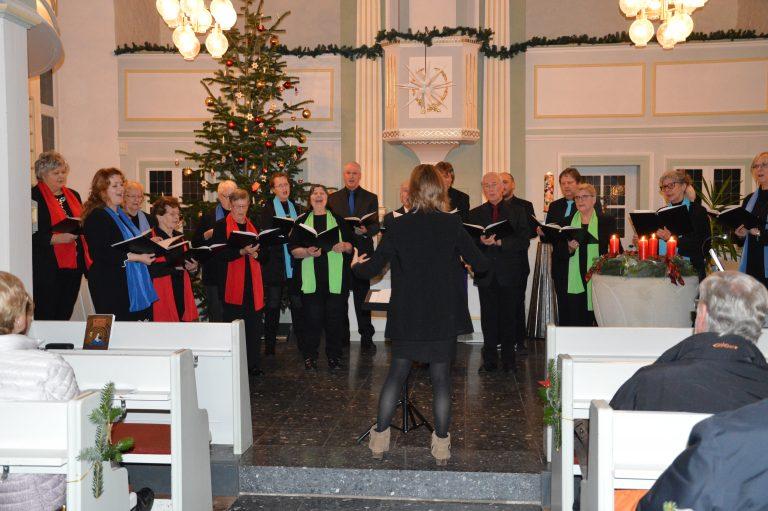 """Der Chor """"daCapo"""" unter der Leitung von Susanne Bisson erfreut die Zuhörer mit seinem vierstimmigen Gesang. Foto: Anne Meiborg/privat"""